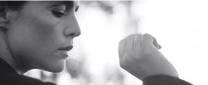 Jessie Ware seduz em novo vídeo